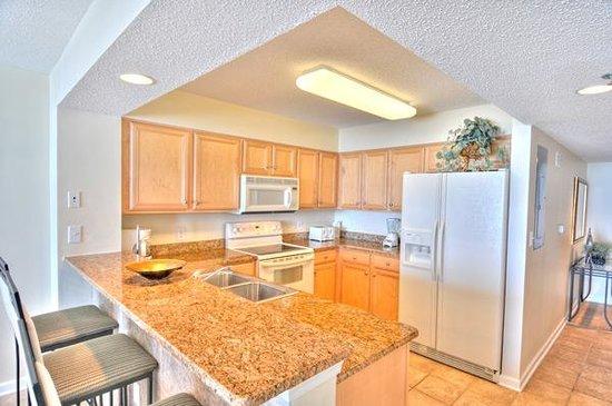 Crescent Shores: kitchen