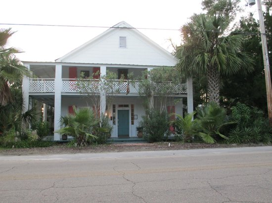 The Old Carrabelle Hotel: Front view of The Old Hotel at Carrabelle