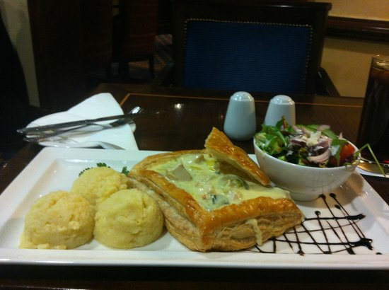 O'Callaghan Mont Clare Hotel: The legendary chicken pie