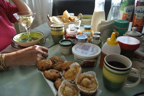 Pétales de Rose : Vue partielle du choix du petit déjeuner