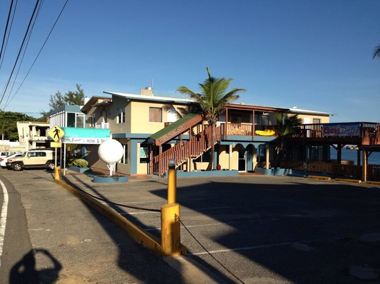 Ocean Front Hotel & Restaurant: The hotel.