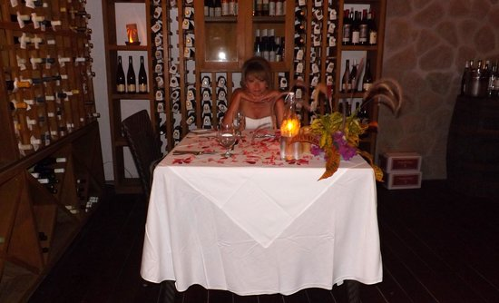 Ti Kaye Resort & Spa: The wonderful wine cellar!