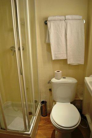 Hotel Crillon Centre Nice: Bathroom