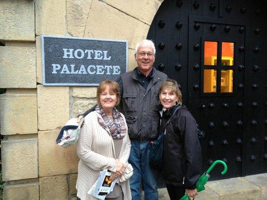 Hotel Palacete: Front door