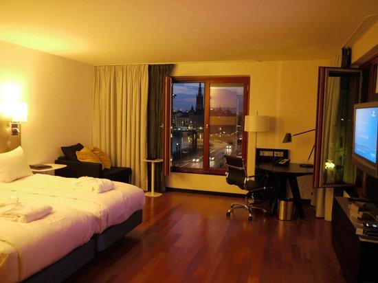 Hilton Stockholm Slussen: La habitación