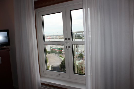 Hotel Hafen Hamburg: Harbor View from Room 40802 in Tower Building