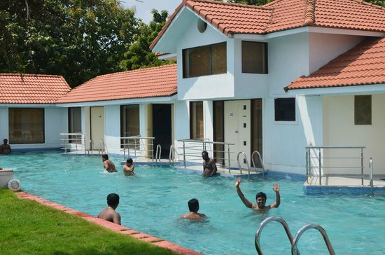 Ideal beach resort updated 2017 reviews price comparison and 642 photos mahabalipuram india for Cheap resorts in ecr with swimming pool