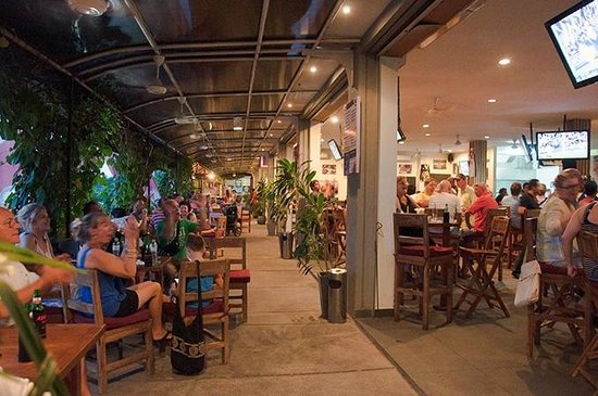 Adrenalin Sports Bar: Barracking on the Balcony
