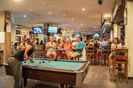 Adrenalin Sports Bar: Enjoy the Pool ;-)