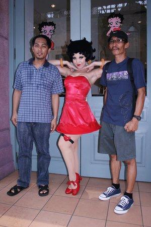 ยูนิเวอร์ซัล สตูดิโอ สิงคโปร์: Betty Boop awaits guest