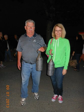 Colonial Lantern Tours: Beautiful night stroll with our lanterns!