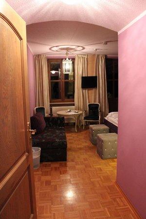 Hotel Fantasia : Walking into Master Bedroom