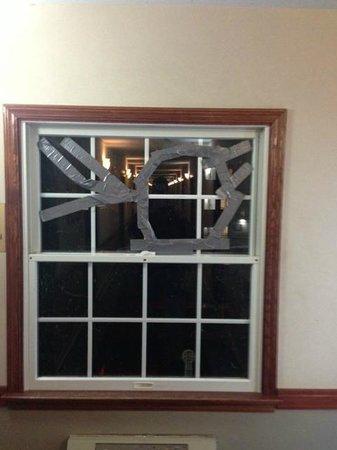Grand Islander Hotel: Broken Window