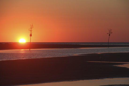 Rock Harbor Grill: Rock Harbor sunset