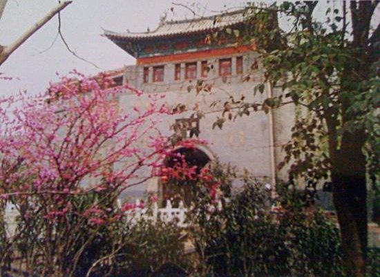 Lijing Gate : old city walls in early spring ,Luoyang Annh