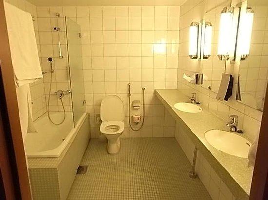 Original Sokos Hotel Vaakuna: シンクが2つで便利