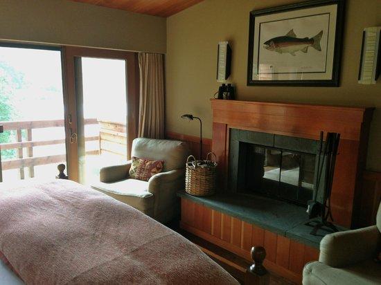 Tu Tu Tun Lodge: Wood-burning fireplace w/soaker tub on balcony
