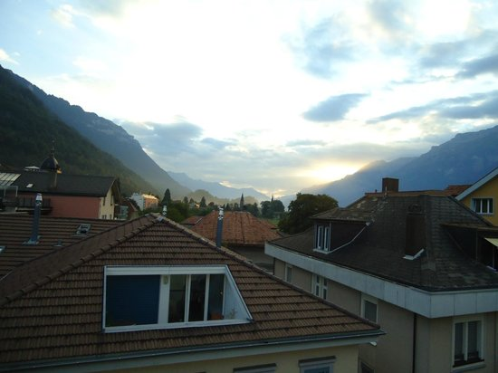Hotel Weisses Kreuz: view from the room in the morning