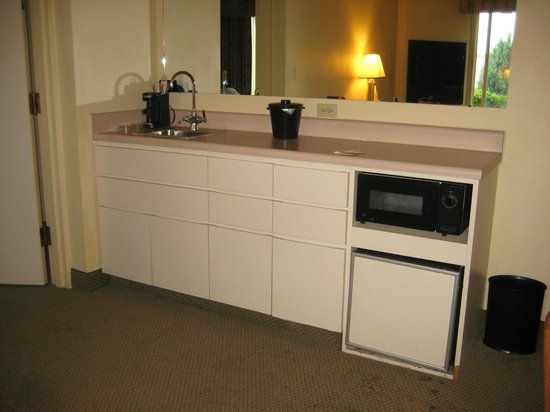 La Quinta Inn & Suites Denver Englewood Tech Ctr : Wet bar?