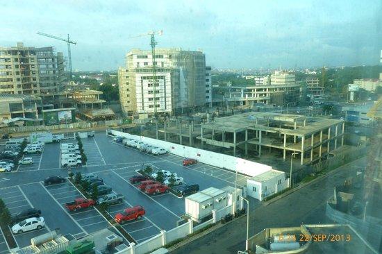 Holiday Inn Accra Airport: View from 612 of extensive development