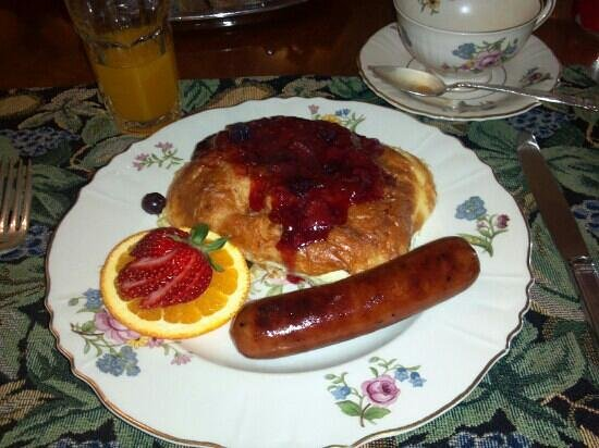 The Verandas: Delightful, filling breakfast entree arrived after a fresh fruit cup