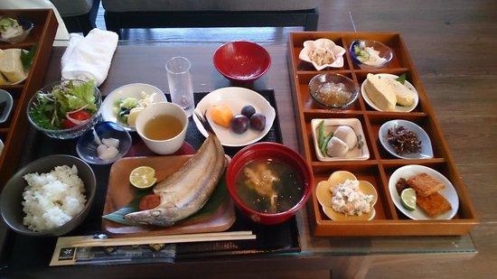 Resort Hotel Moana Coast: 和定食です