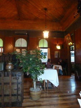 Windsor Station Restaurant & Barroom : Section of the Barroom leading into the Dining Room at Windsor Station