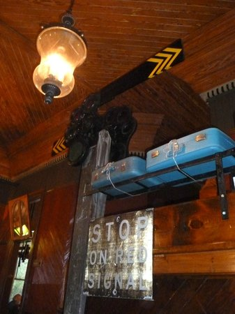 Windsor Station Restaurant & Barroom: Luggage rack and stunning ceiling in the Dining Room