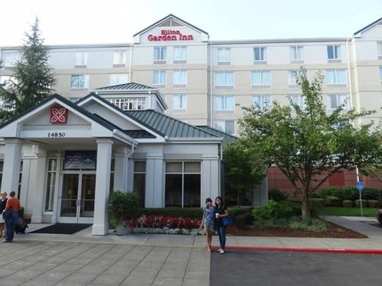 Hilton Garden Inn Portland/Lake Oswego : View from outside