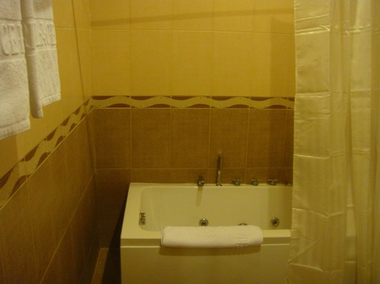 Imperial Palace Hotel: part of the bathroom