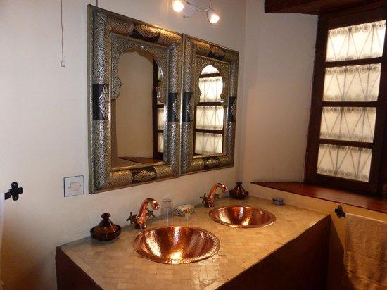 Riad Ahlam: Double basins