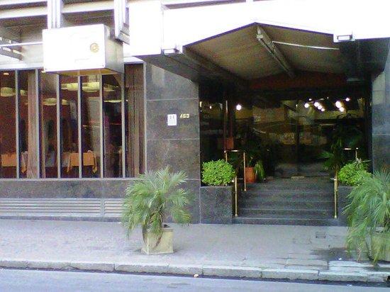 Hotel Del Jardin: Ingreso
