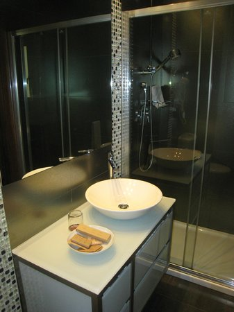 El Coso Hotel : Nicely Appointed Bathroom