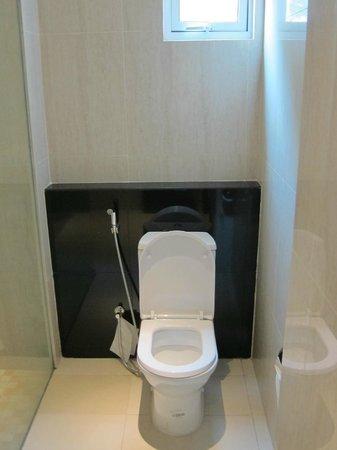 7 Days Premium: It's a toilet bowl!