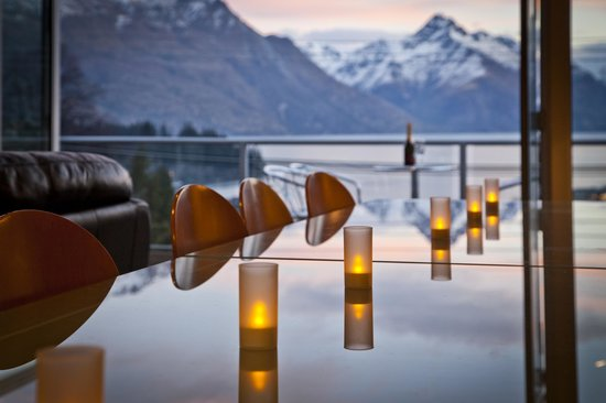 Apres Ski Apartments: Table for 10