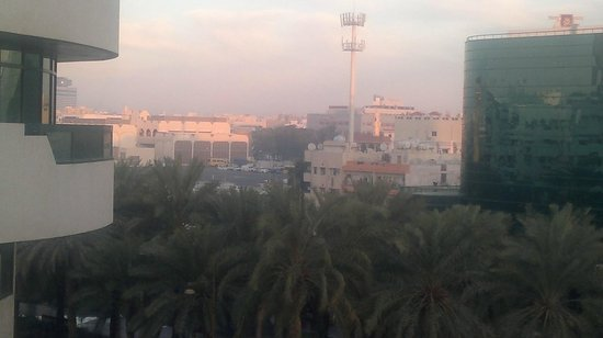 Dubai Palm Hotel: Каждые две минуты над отелем взлетает самолет