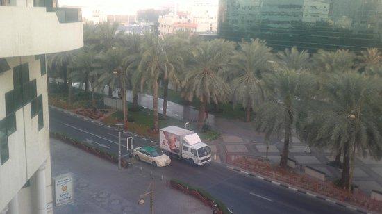 Dubai Palm Hotel: Al-Muteena пальмовая улица