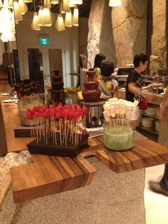 Le Meridien Singapore, Sentosa: Love the dinner buffet spread!