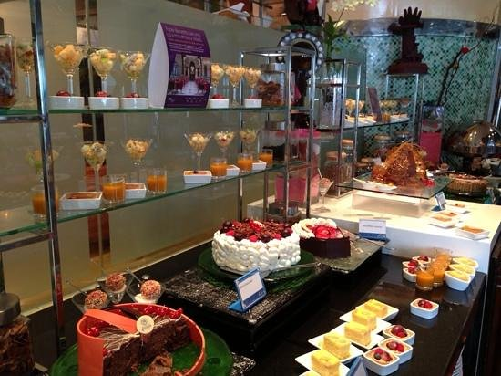 Feast at Royal Orchid Sheraton Hotel & Towers: Dessert anyone?
