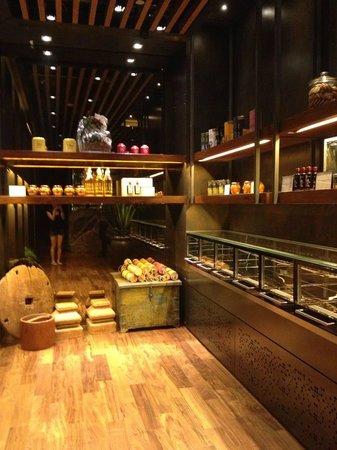 Le Meridien Singapore, Sentosa: Indoor Cakes Selection