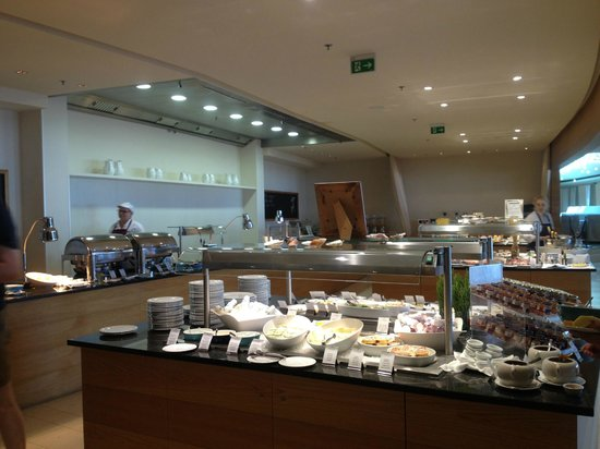 Falkensteiner Hotel & Spa Iadera : Breakfast buffet