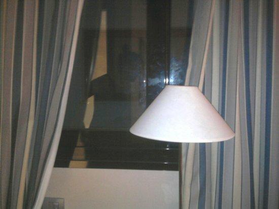 NH Rambla de Alicante : Vistas a una especie de tubo ventilador
