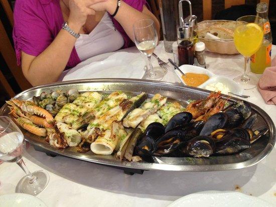 restaurant victor: Parrilada de pescado