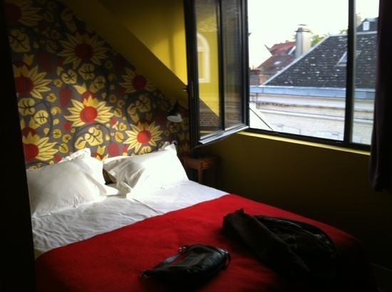 Hotel Les Pilotes : chambre un peu petite