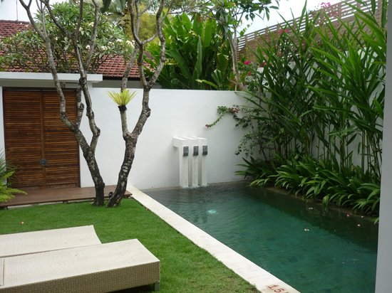 Uma Sapna : outdoor villa area with pool