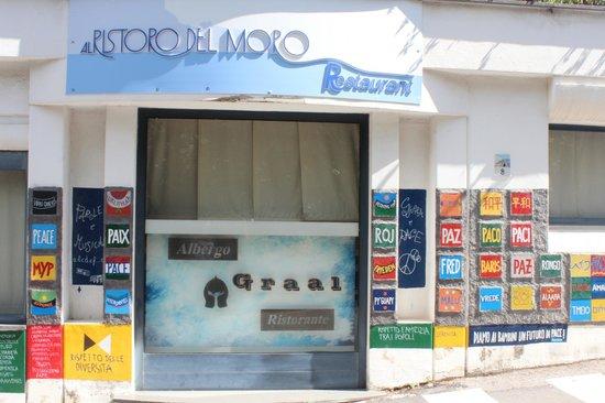 Al Ristoro del Moro: Frontage deceptive as views beautiful