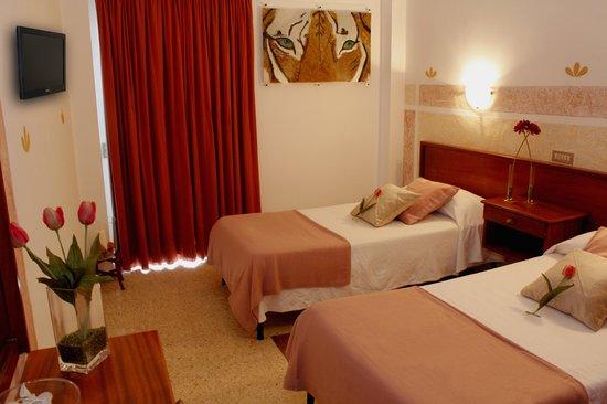 Hotel Sun Holidays : Habitación