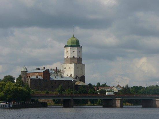 Vyborg Castle: Вид на Выборгский замок с набережной