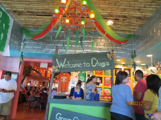 Chuy's Restaurant: Waiting to be seated at Chuy's on a Sunday lunch