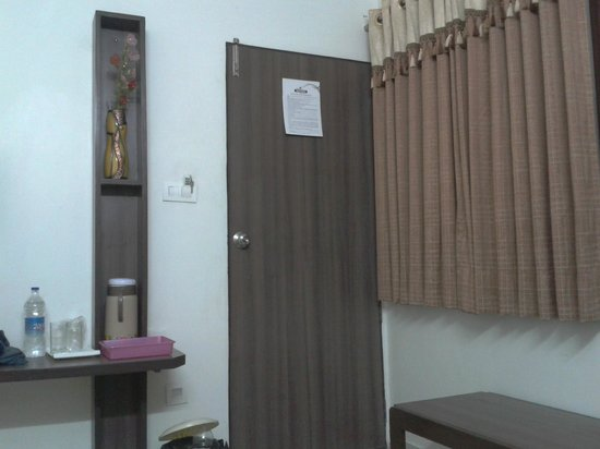 Kamran Palace Hotel: Compact room